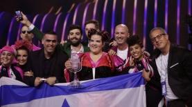 נטע ברזילי והמשלחת הישראלית לאירוויזיון, צילום: Andres Putting מתוך אתר האירוויזיון הרשמי
