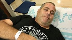 דניאל סיריוטי בבית החולים, לאחר שהותקף, צילום: הרצי שפירא - ישראל היום