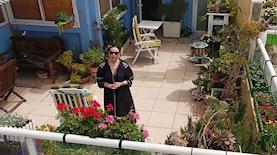 גילה אלמגור בקמפיין של ארגון לתת למען קשישים נזקקים בימי הקורונה, צילום: לתת - קמפיין עם גילה אלמגור