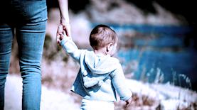 משפחה עם הורים צעירים, צילום: unsplash