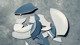 צלחות שבורות, צילום: unsplash