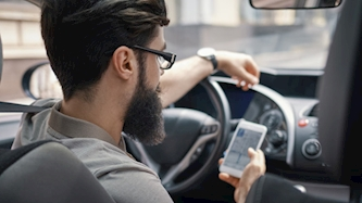שיחה בזמן נהיגה, צילום: freepik