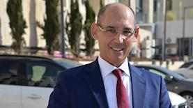 פרופסור אמיר ירון והשטרות, צילום: בנק ישראל