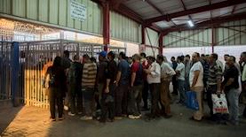 פועלים פלסטינים, צילום: Yonatan Sindel פלאש90