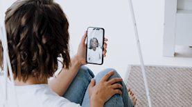 שיחת וידאו בשירות FaceTime של אפל, צילום: cottonbro / Pexels